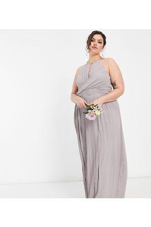 TFNC – Bridesmaid – plisserad maxiklänning med omlottdesign