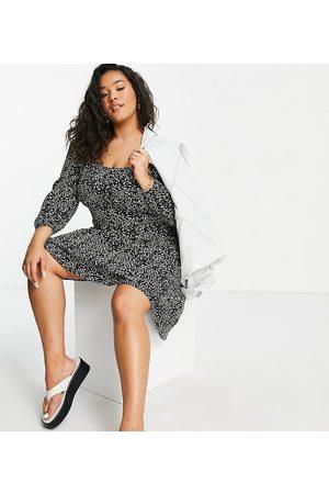 New Look New Look Curve – Miniklänning med monokromt mönster och kupade knappar-Olika färger