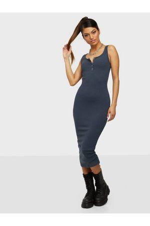 Pieces Pckitte Tank Midi Dress Noos Bc Fodralklänningar Ombre Blue