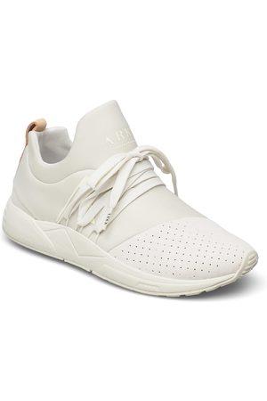 Arkk Copenhagen Kvinna Sneakers - Raven Nubuck S-E15 Marshmallow Nude Låga Sneakers Creme