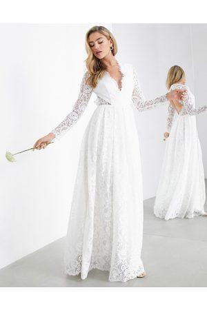 ASOS – Penelope – V-ringad bröllopsklänning i spets med bar rygg-Vita