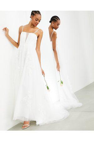 ASOS EDITION – Margot – Blombroderad bröllopsklänning med extra djup urringning och smala axelband-Vita