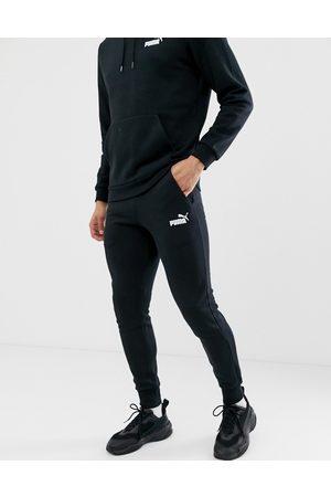 PUMA – Essentials – Svarta mjukisbyxor med smal passform och liten logga