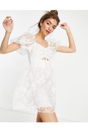 Topshop – Vit klänning i organza med utskuren detalj-Vita