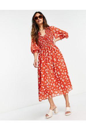 ASOS – Röd blommig smockklänning i midilängd med smockade manschetter-Olika färger