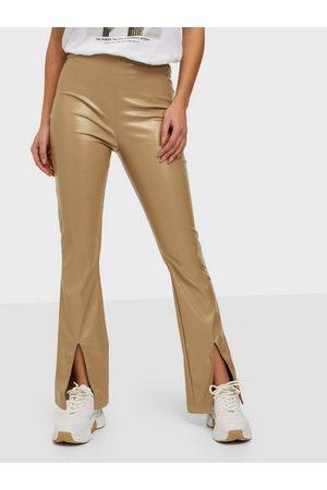 Parisian Faux Leather Split Flare Trousers Byxor Camel