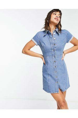 ASOS – Mellanblå figurnära jeansklänning i skjortmodell med korta ärmar