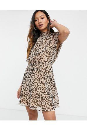 ASOS – Djurmönstrad ärmlös miniklänning med rynkad midja-Flera färger