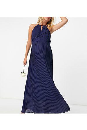 TFNC – Brudtärnor – Marinblå plisserad maxiklänning med omlottdesign
