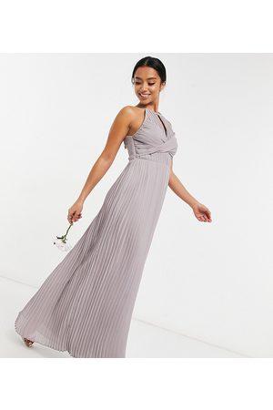 TFNC – Brudtärnor – plisserad maxiklänning med omlottdesign