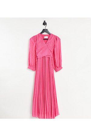 ASOS ASOS DESIGN Maternity – midiklänning för amning med plissering, omlott-knytning och chevronmönster i dobbyväv-Pink