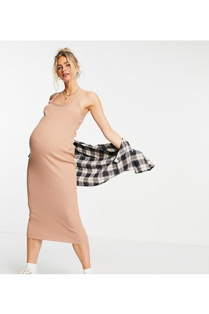 ASOS ASOS DESIGN Maternity – Kamelbrun ribbstickad midiklänning med fyrkantig ringning-Natur