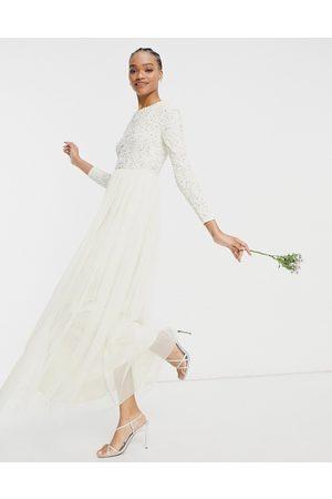 Maya – För bruden – Gräddvit långärmad maxiklänning med tunna paljetter och tyllkjol