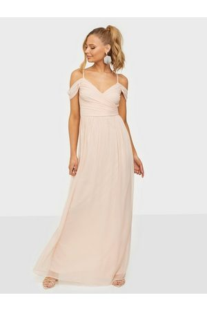 NLY Eve Kvinna Festklänningar - Off Shoulder Maxi Gown Maxiklänningar Light Pink