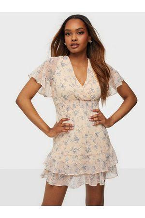 NLY Trend Kvinna Casual klänningar - Make Me Pretty Dress Skater Dresses Blommig