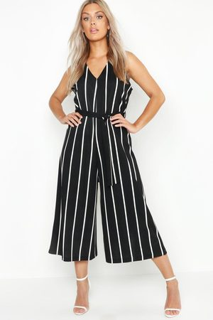 Boohoo Plus - Randig Jumpsuit I Culottemodell Med Knytband, Black