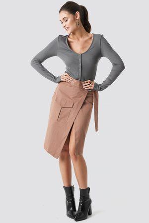 NA-KD Kvinna Midikjolar - Overlapped Belted Midi Skirt