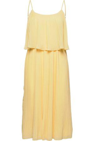 VILA Vikatelyn S/L Pleated Midi Dress/Dc/Su Dresses Everyday Dresses Gul