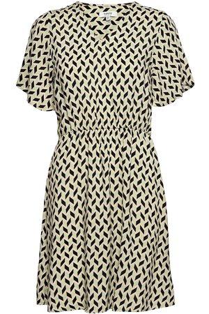 B YOUNG Kvinna Festklänningar - Bymmjoella Ss Dress - Kort Klänning