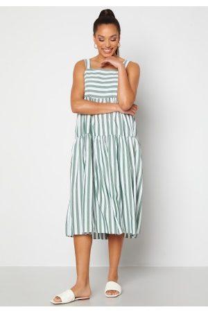 Trendyol Kvinna Midiklänningar - Nadja Midi Dress Yesil/Green 40