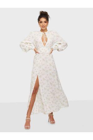 NLY Trend Kvinna Festklänningar - Smock Slit Dress Maxiklänningar
