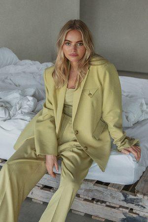 Claire Rose x NA-KD Oversize Kostymbyxor