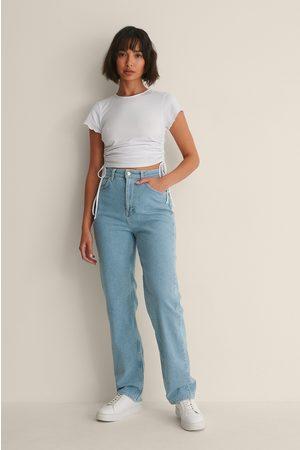 Melissa Bentsen x NA-KD Raka Tvättade Jeans