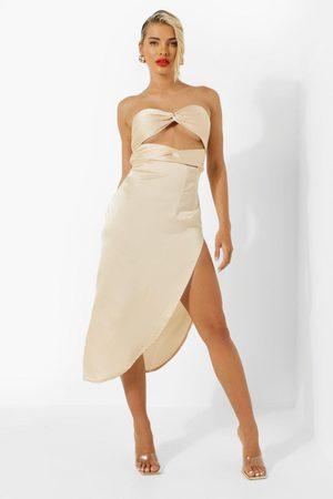 Boohoo Kvinna Midiklänningar - Satin Bandeau Knot Front Resort Midi Dress
