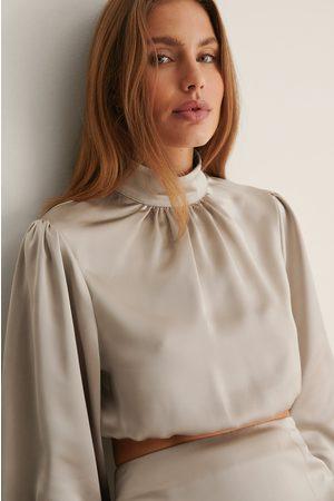 Curated Styles Kvinna Blusar - I Satin Croppad Blus Med Ballongärm