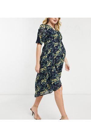 HOPE & IVY Hope & Ivy – Maternity – Marinblåblommig midiklänning med kimono-design och knut fram