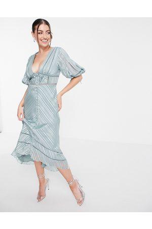 ASOS – Midiklänning i mönstervävd jaquardsatin med puffärmar och spetsdekor-Flera