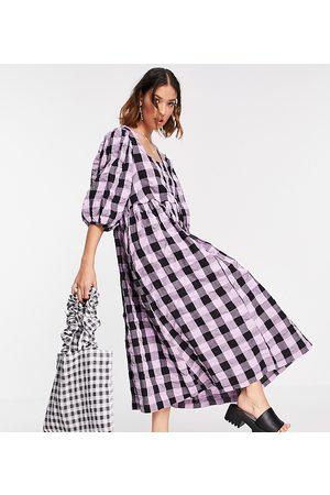 COLLUSION – Oversized midi-lång smockklänning i lila och svart ginghamrutmönster- /a