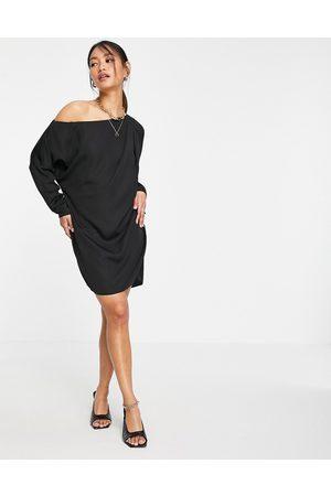 ASOS – off shoulder-klänning i minimodell