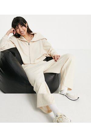 ASOS – Beigefärgad träningsoverall med huvtröja med dragkedja och culotte-byxor med fluffig textur- /a