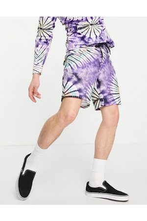 Vans – New Age – batikmönstrade shorts