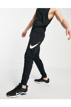 Nike – Swoosh – Svarta mjukisbyxor