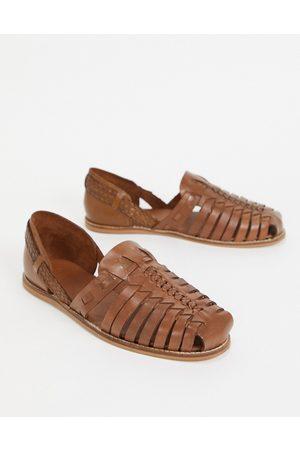 ASOS – Bruna flätade sandaler i läder