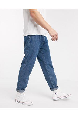 ASOS – Ljusblå jeans med dubbla veck