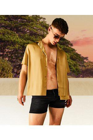 ASOS – Mörkt bronsfärgad satinskjorta med avslappnad passform