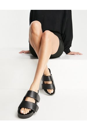 ASOS – Frozen – Premium – Svarta sandaler med vaddering- /a