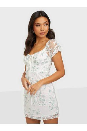 Love Triangle Kvinna Casual klänningar - Olivia Lace Mini Dress Skater Dresses