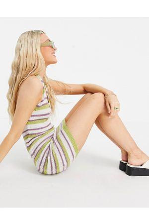 ASOS – Flerfärgad randig stickad miniklänning med halterneck-Flera
