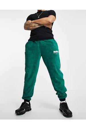 Mennace Man Joggingbyxor - – Gröna mjukisbyxor med sidoränder och dragkedja vid fållen av frotté, del av set- /a