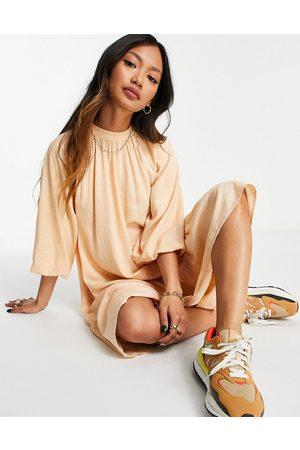 Y.A.S – Persikofärgad mini-smockklänningar