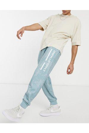 ASOS Unrvlld Supply Man Joggingbyxor - ASOS Unrvlld Spply – , urtvättade mjukisbyxor med avslappnad passform och logga på låret, del av set