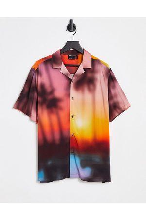 ASOS – Avslappnad skjorta med somrigt landskapsmönster och platt krage