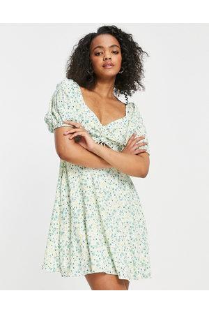 Forever New – Pistaschgrön småblommig miniklänning med utskurna detaljer och puffärmar-Flera