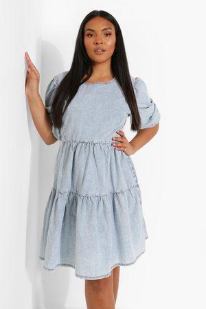 Boohoo Plus - Volangklänning I Chambray Med Puffärm, Blue