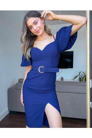 Little Mistress – Marinblå fodralklänning i off shoulder-modell med puffärmar och slits