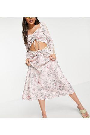 Reclaimed Inspired – Couture – , blommig midikjol i satin med spetsinfällningar och ryschdetalj, del av set-Pink